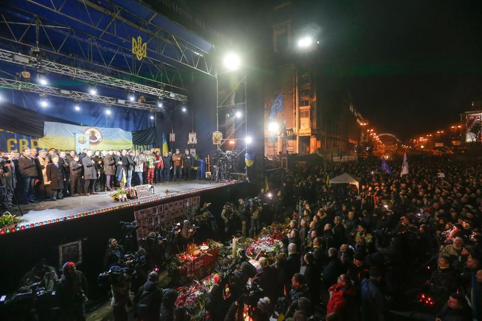 Tens of thousands gathered Wednesday in Kiev's Independence Square as new government leaders were introduced.