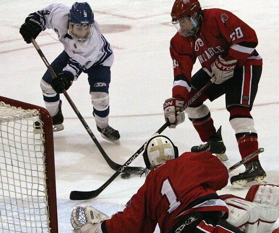 Braintree's Nick Ward (left) was part of the line putting pressure on Barnstable's net during its 5-4 victory.