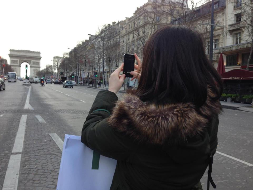 Sending your Paris cellphone photos home could cost an ocean of money.