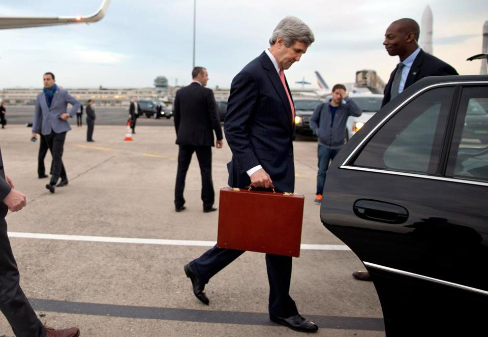 US Secretary of State John Kerry walked to his car upon arrival in Paris. He will meet with Russian Foreign Minister Sergey Lavrov on Sunday to discuss the Ukraine crisis.