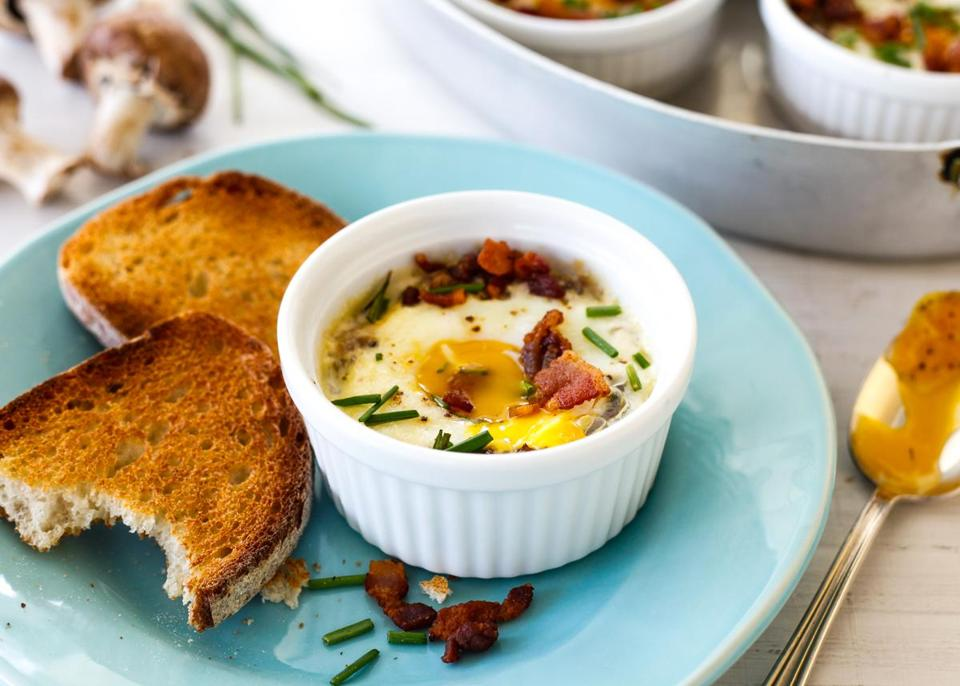 Recipe for shirred eggs with mushrooms and bacon - The Boston Globe