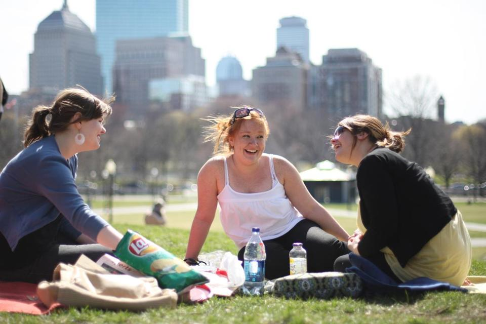 Friends enjoyed a picnic on the Common.