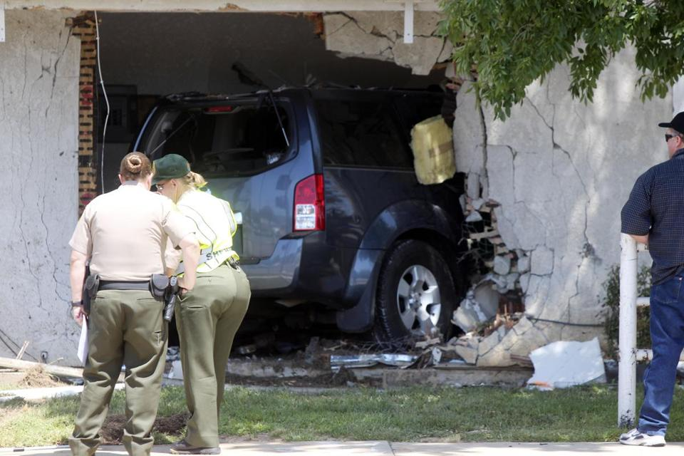 An allegedly drunk driver crashed his Nissan Pathfinder into apartment building in Palmdale, Calif., on Sunday, police said. A 16-year-old high schooler inside was killed.