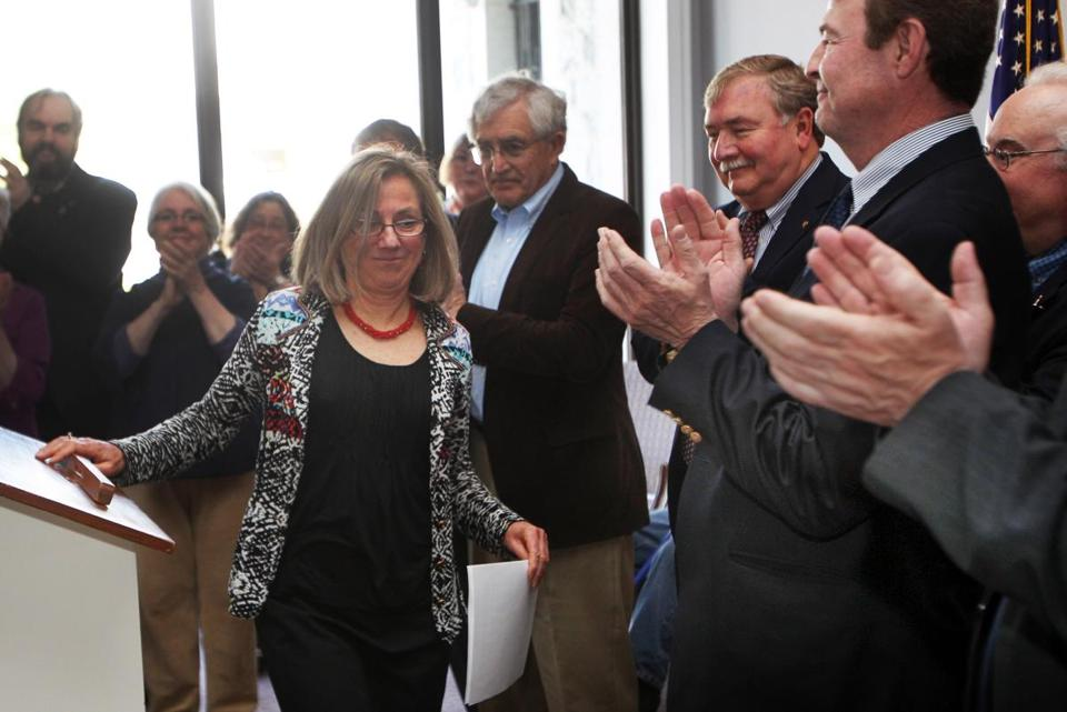 Terie Norelli was applauded Friday in Concord, N.H., after announcing that she would not seek reelection.