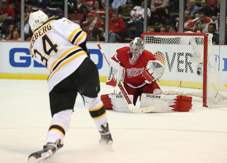 Red Wings goaltender Jimmy Howard has not played up to the level of his Bruins counterpart, Tuukka Rask, in this series.
