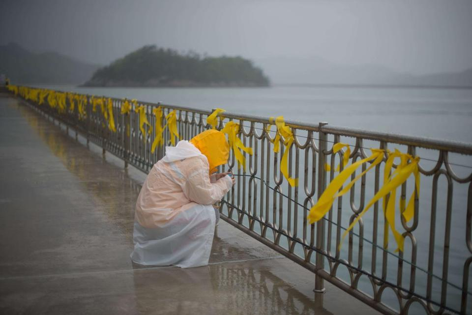 A relative of a Sewol passenger wept at Jindo Harbor Sunday. The ferry's sinking left 302 people dead or missing.