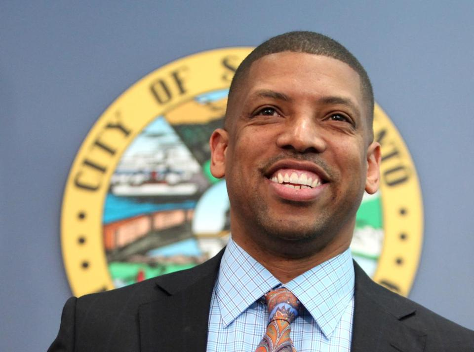 Sacramento Mayor Kevin Johnson has represented NBA players in the scandal surrounding Los Angeles Clippers' Donald Sterling. (AP Photo/Rich Pedroncelli)