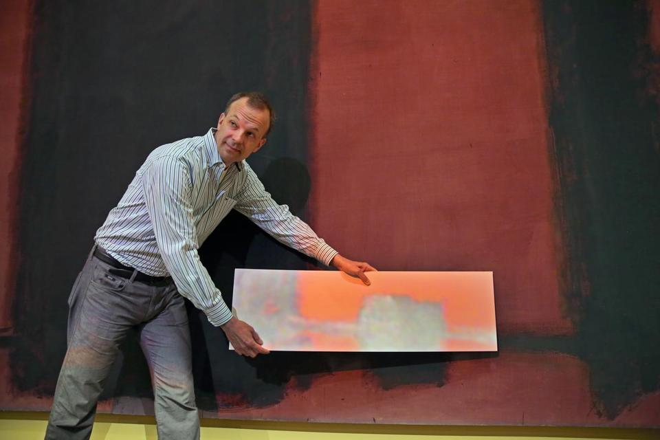 Jens Stenger demonstrated a color difference between a faded Rothko mural and a compensating projection.