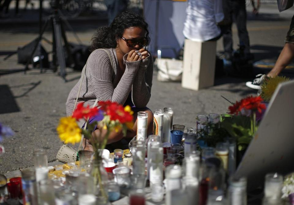 Susana Abdurahman cries in front of a makeshift memorial for 20-year-old UCSB student Christopher Michael-Martinez outside a deli that was one of nine crime scenes after series of drive-by shootings that left 7 people dead in the Isla Vista neighborhood of Santa Barbara, California May 25, 2014. Twenty-two year old Elliot Rodger killed six people before taking his own life in a rampage through a California college town shortly after he posted a threatening video railing against women, police said on Saturday. REUTERS/Lucy Nicholson (UNITED STATES - Tags: CRIME LAW CIVIL UNREST)