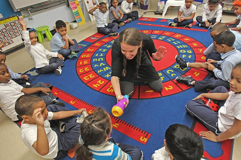 Teaching artist Jennifer Ashe works with kindergarteners at the Kennedy School.