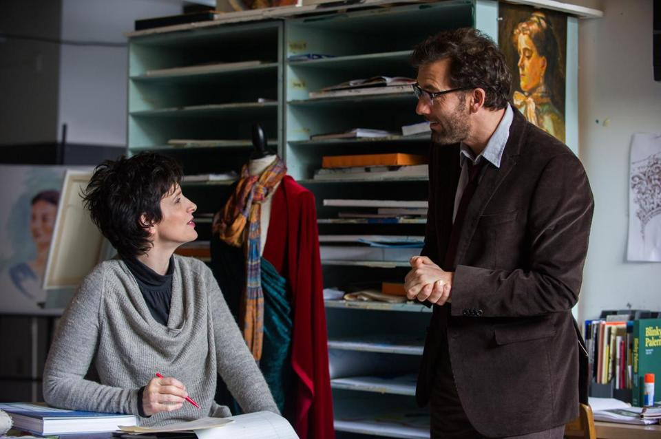 Juliette Binoche and Clive Owen play an artist and poet, respectively, who teach at a prep school and battle over their crafts.