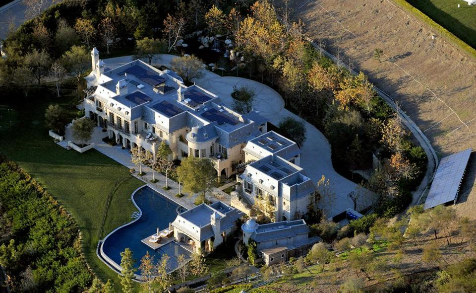 Brady sells one house nearly finished building another Tom brady sells boston homes
