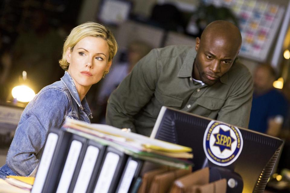 "Kathleen Robertson and Taye Diggs play San Francisco homicide detectives in ""Murder in the First."""