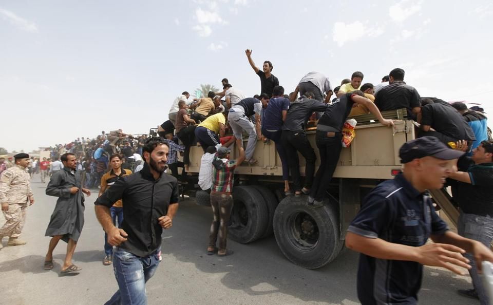 Volunteers who joined the army to fight Sunni militants boarded trucks in Baghdad.