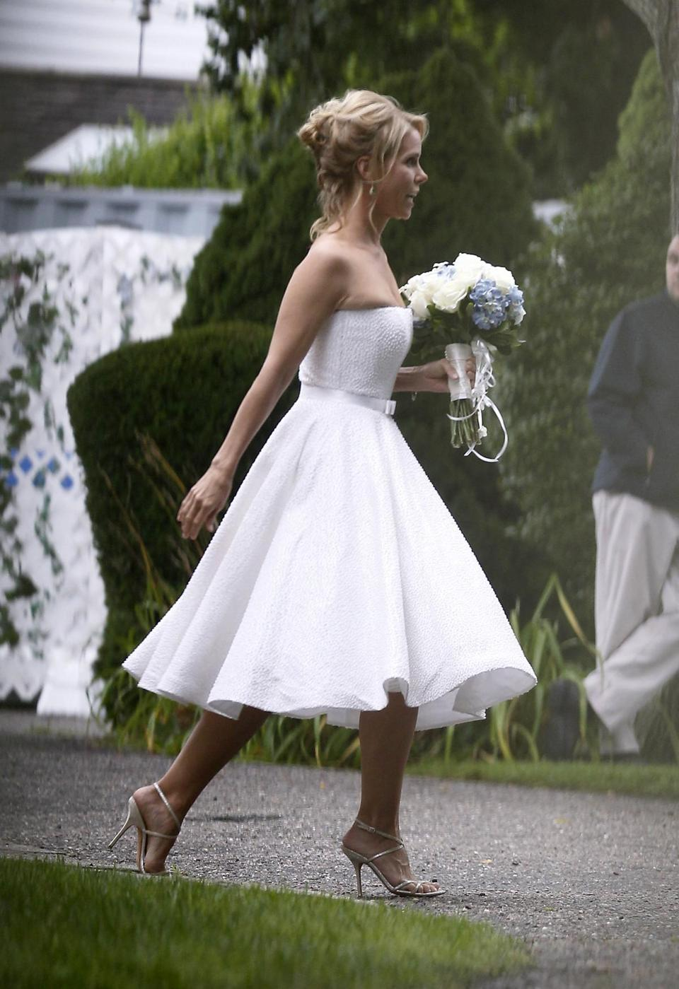 Cheryl Hines walked across a lawn to the tent where her wedding to Robert F. Kennedy Jr. took place.