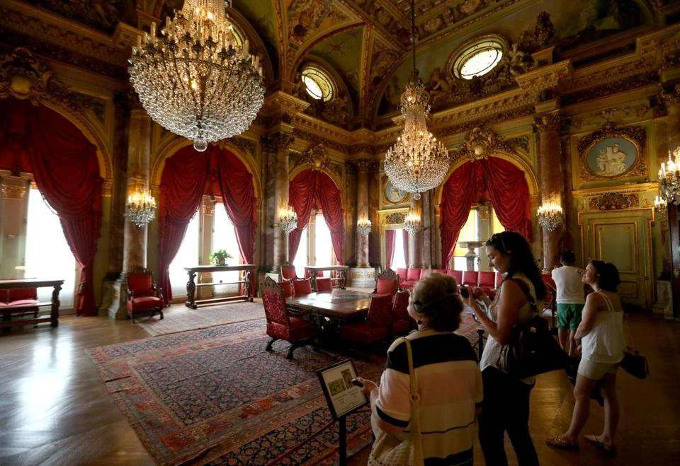 Newport Ri Mansions The Breakers the battle of the breakers - the ...