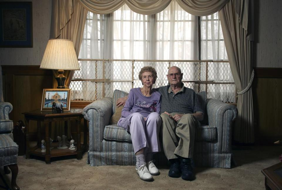 Elizabeth and Jerry L. Sutton of Independence, Mo., counted Jack Cranney asafriend, but Elizabeth said she lost $2.5 million she had entrusted to him, not counting interest. (Ed Zurga for The Boston Globe)