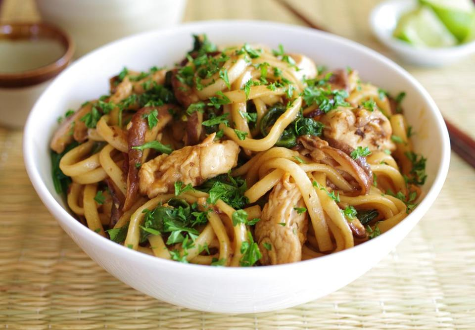 Recipe for udon noodles with chicken, shiitakes, and spinach