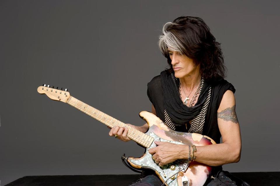 Perry recounts Aerosmith's rocky road in new memoir