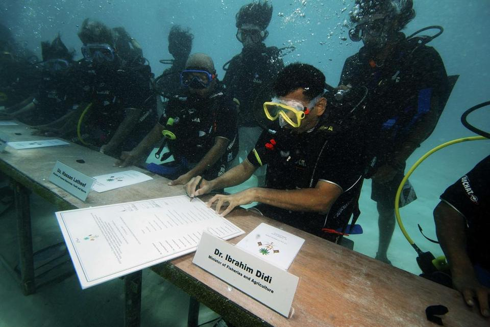 maldives cabinet meeting under the sea