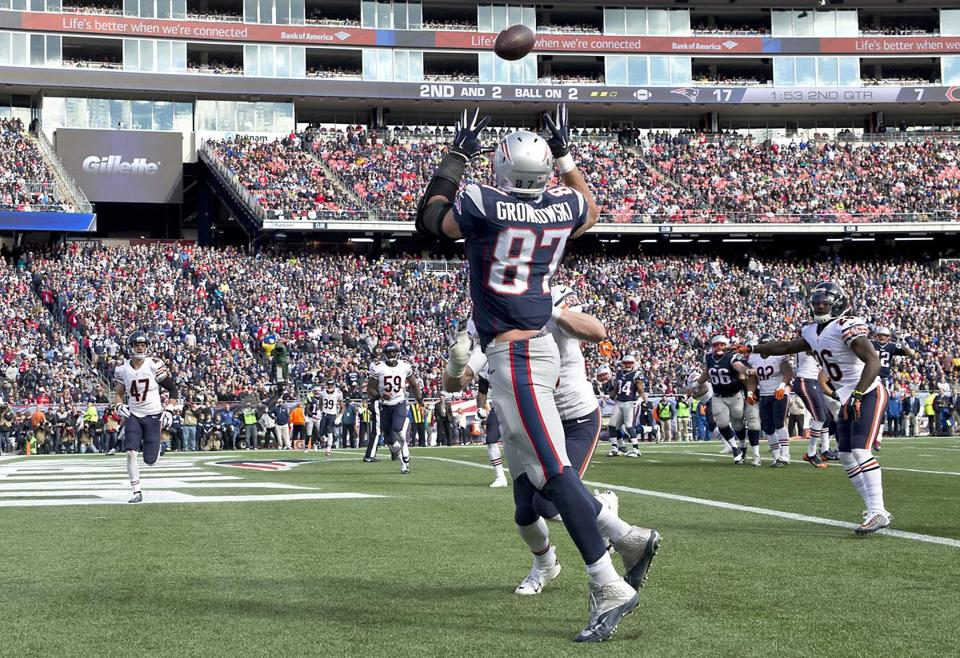 Foxborough, MA 10/26/14 New England Patriots Rob Gronkowski hauls in a touchdown reception beating Chicago Bears Shea McClellin during second quarter action at Gillette Stadium on Sunday October 26, 2014. (Matthew J. Lee/Globe staff) Topic: PatriotsBears Reporter: