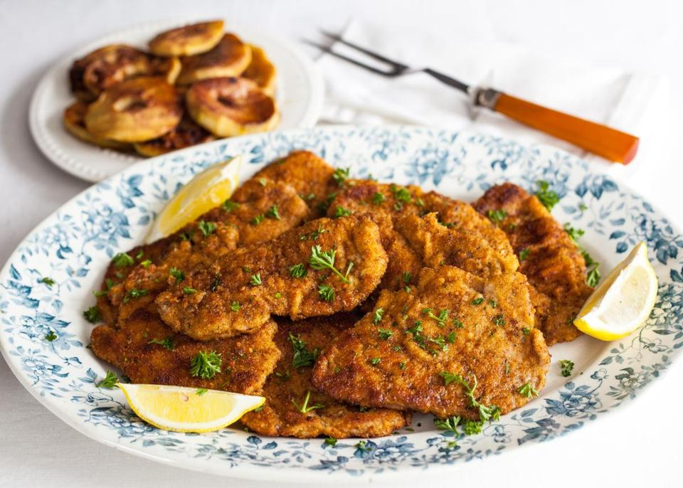 Recipe for pork schnitzel with apple rings - The Boston Globe