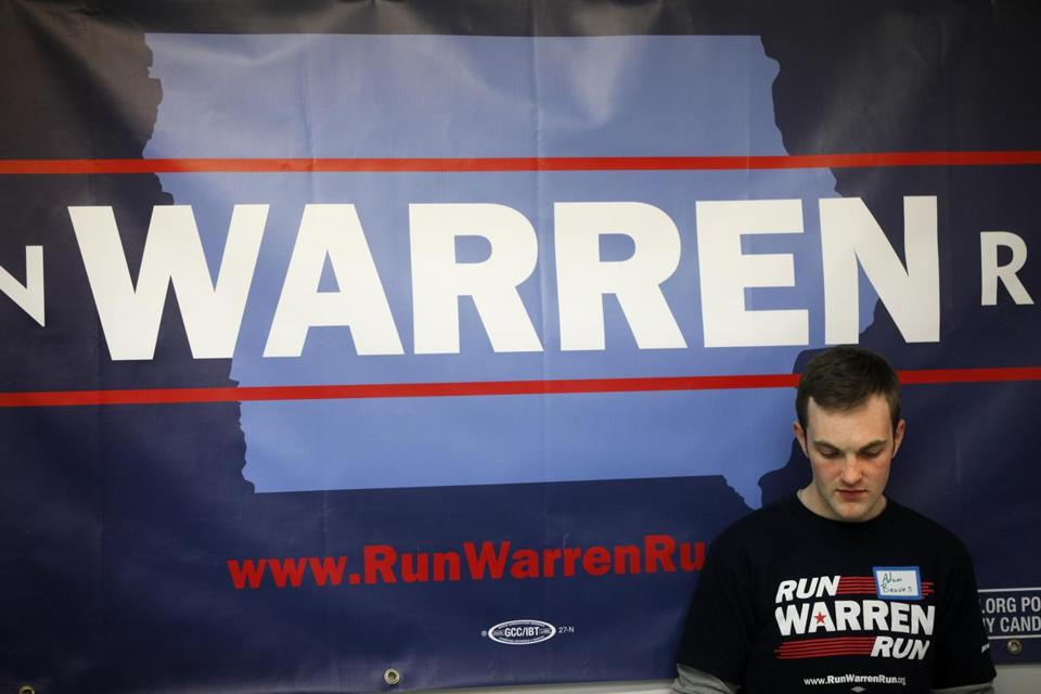 Adam Beaves of Des Moines readied his speech for the first meeting of a group urging Senator Elizabeth Warren to run.