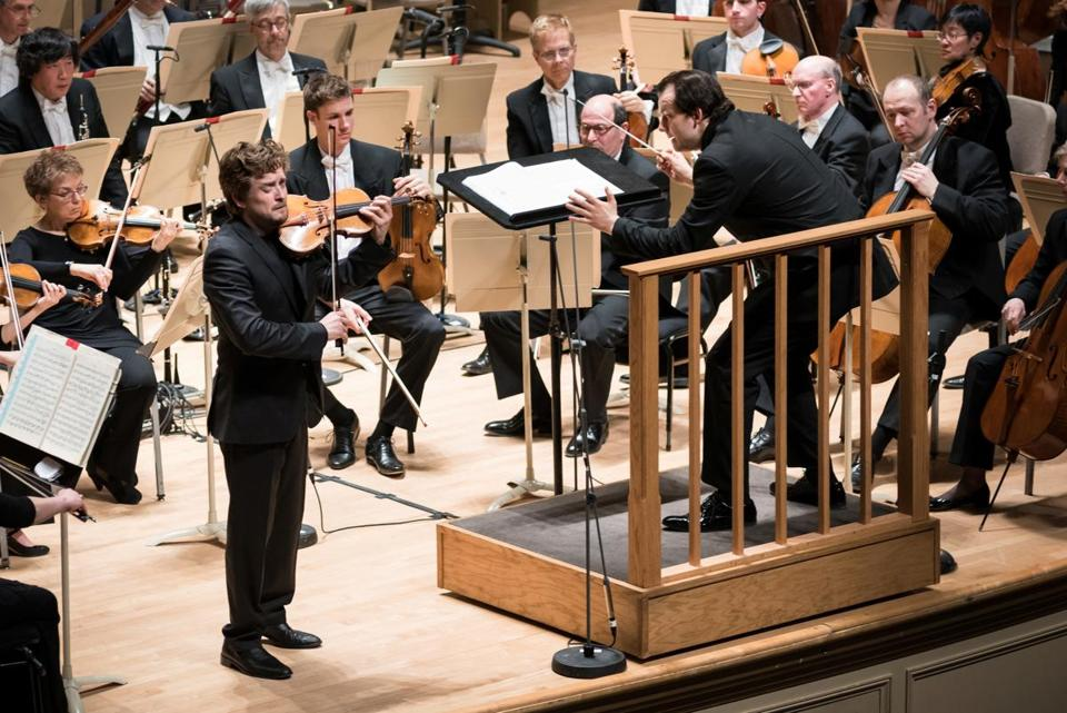 Andris Nelsons conducts the Boston Symphony Orchestra and violinist Christian Tetzlaff at Symphony Hall Thursday.
