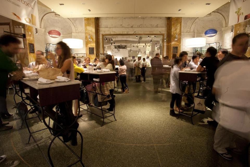 A Dining Aream The Piazza At New York Eataly