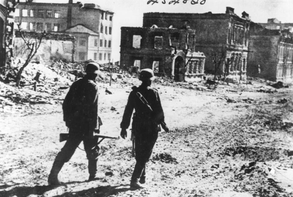 stalingrad the city that defeated the third reich pdf