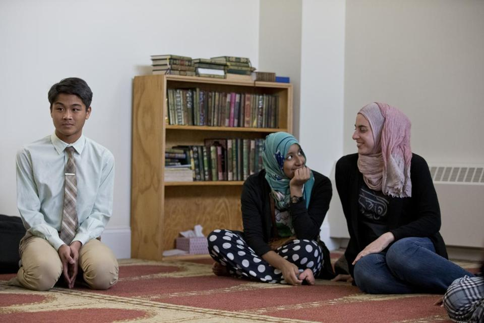Local youths (from left) Ihsan Mulyono, Yusra Mukhtar, and Emily Goldstein were among participants in an Islamic Society of Boston Cultural Center program exploring what it means to be a Muslim;asurvey found many teens are interested in exploring how to practice their faith outside the mosque.