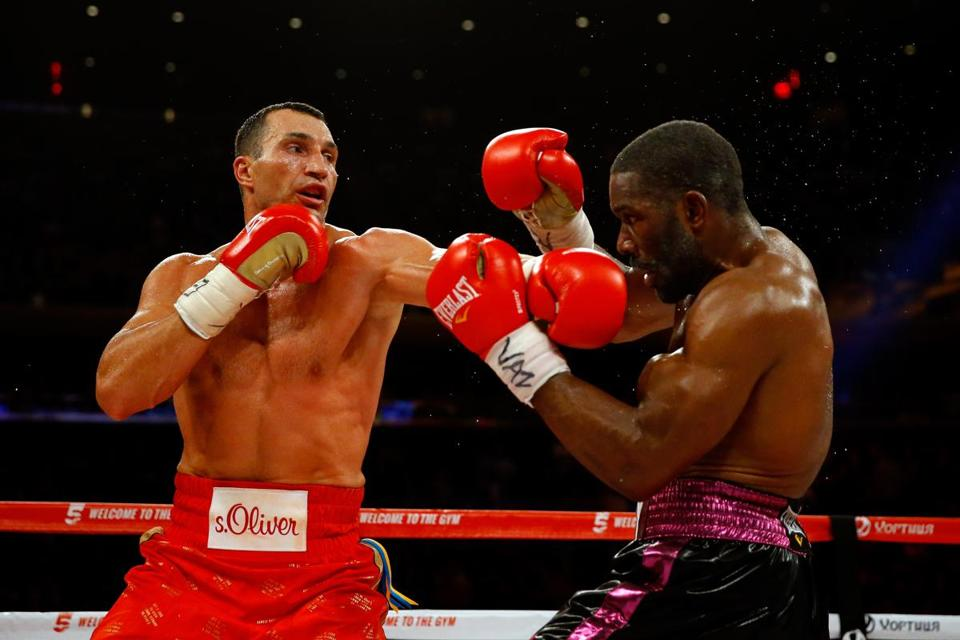 Wladimir Klitschko (left) was in control against Bryant Jennings and has now won 21 consecutive bouts.