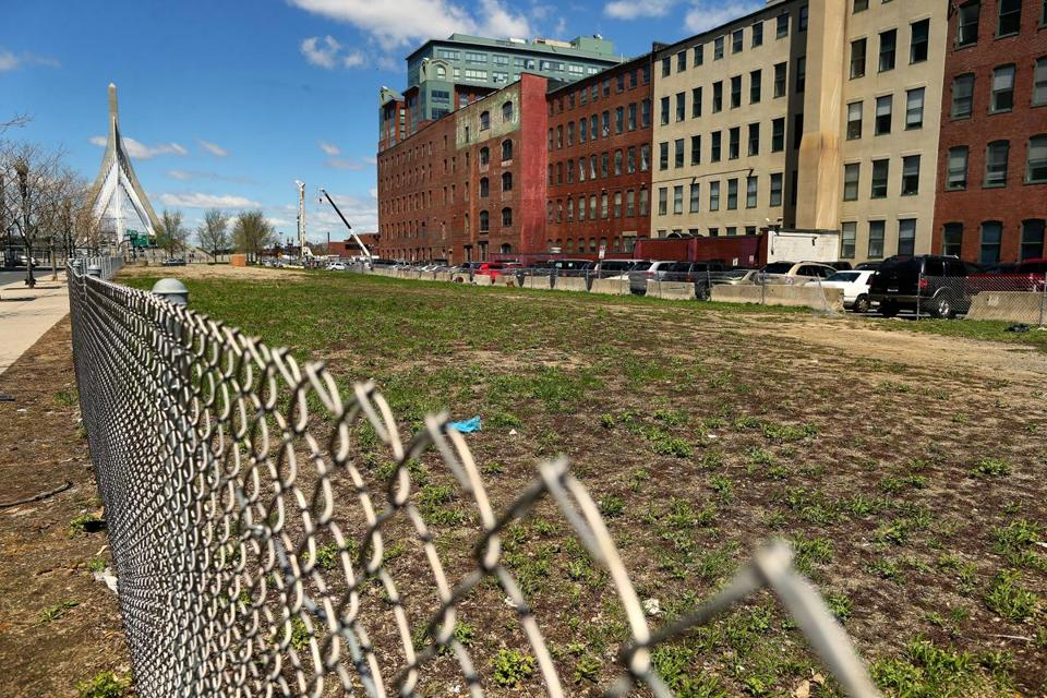 A developer wants to build apartments directly above the Interstate 93 tunnel, a site between TD Garden and the North End that was left over from the Big Dig.