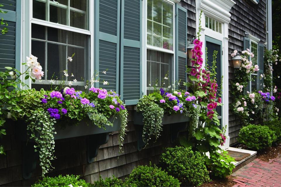 Decorating nantucket cottage style the boston globe for Nantucket decor