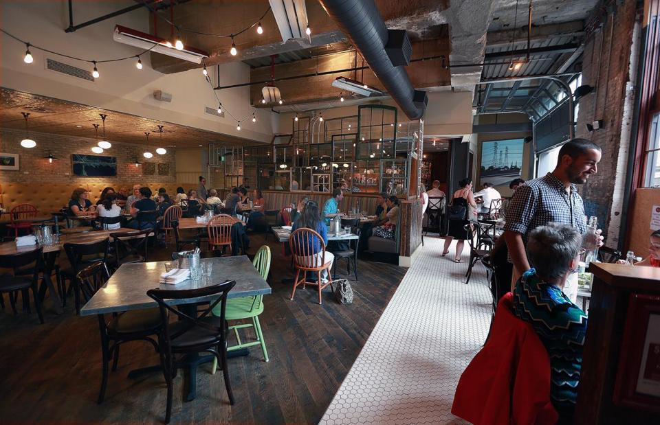 The Flow Of Customers Has Been Unpredictable At Past A Neapolitan Pizza Restaurant On Congress