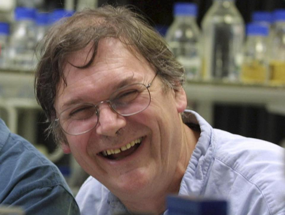 Comments made by Nobel Prize-winning British scientist Tim Hunt are stirring controversy.
