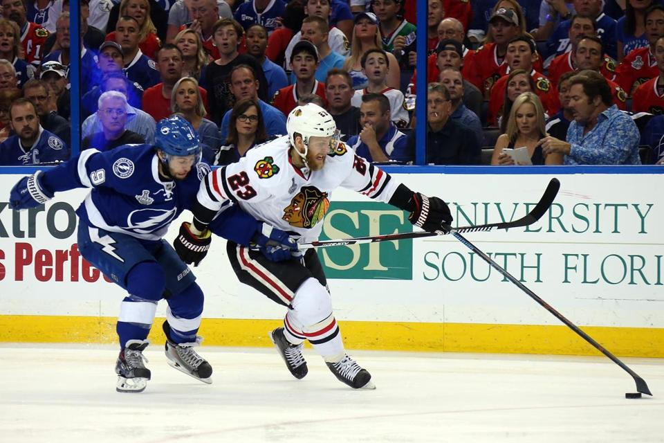 Kris Versteeg (23) fights for the puck against Tyler Johnson during Game 5.
