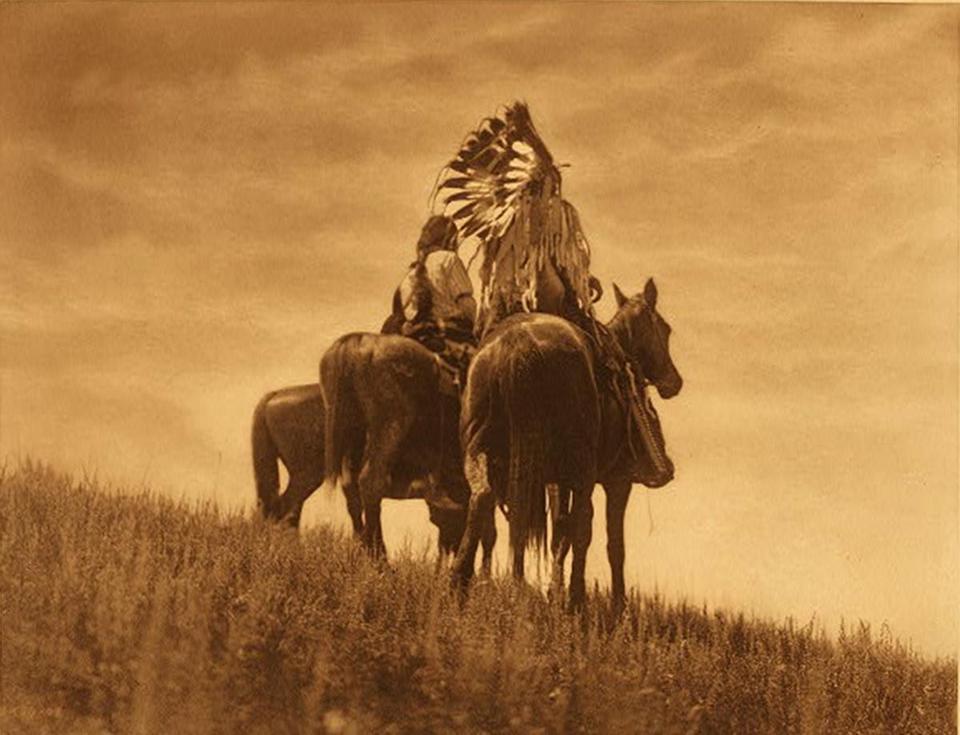 Large_Curtis_215_CheyenneWarriors,1905-4