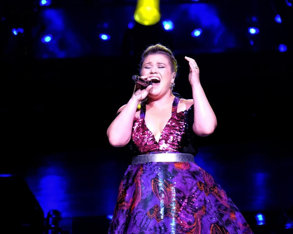 "Kelly Clarkson, inaugural winner of ""American Idol,"" performed for a near sell-out crowd Sunday night in Mansfield."