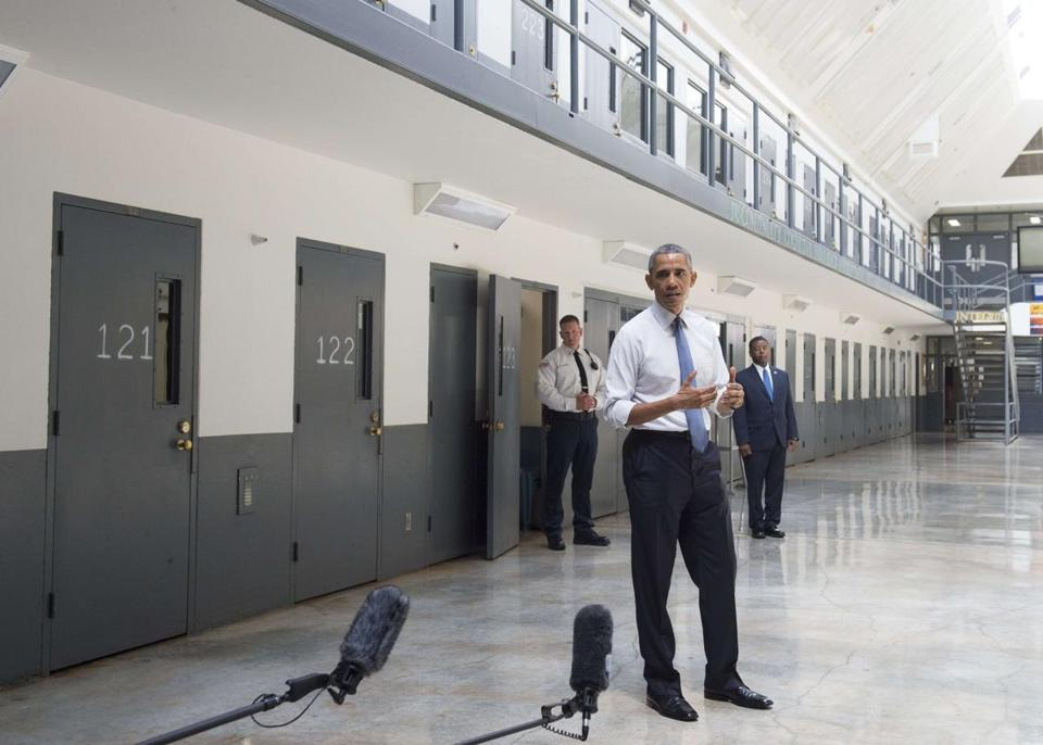 President Obama viewed one of the cells at the federal prison in El Reno, Okla.