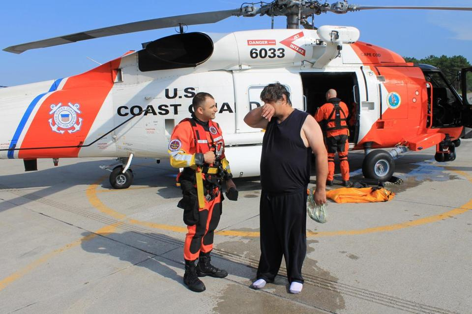 how to become a canadian coast guard helicopter pilot