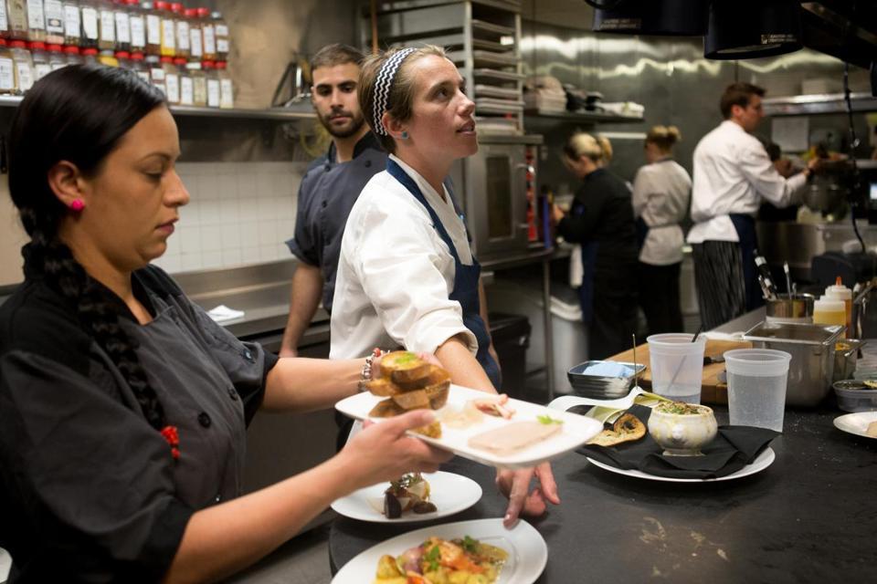 Chef shortage leaves restaurants struggling to fill for Amenagement cuisine de restaurant