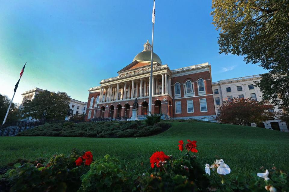 10/27/14: Boston, MA: As the sun sets on the Deval Patrick administration's time at the Massachusetts State House, staffers are preparing for the transition to a new governor and their staff's needs. (Globe Staff Photo/Jim Davis) section: metro topic: 31CapitalTransition