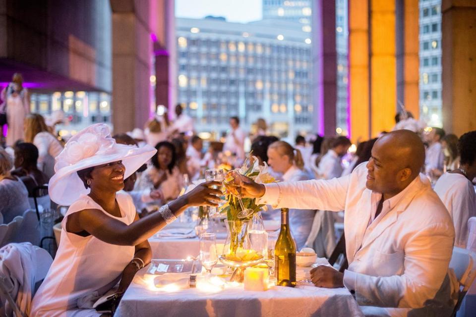 diner en blanc boston draws 1 500 dressed in white the boston globe. Black Bedroom Furniture Sets. Home Design Ideas