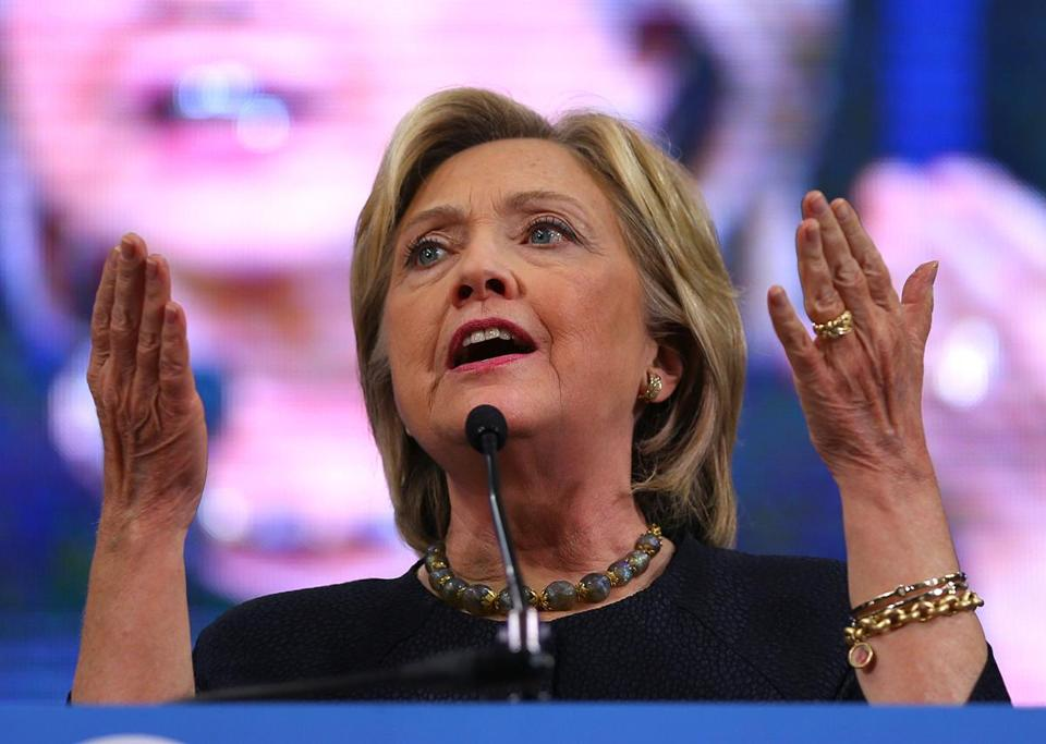 Manchester, NH- 09/18/15 - At the NH State Democratic Convention , Hillary Clinton makes a point as she speaks. Boston Globe staff photo by John Tlumacki(metro)