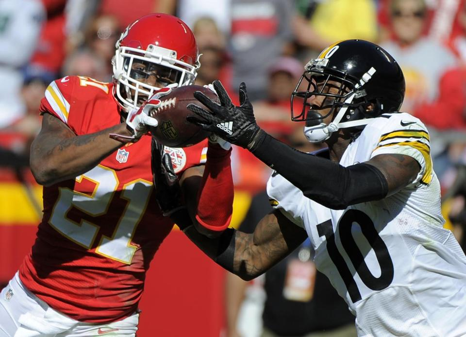 Kansas City Chiefs defensive back Sean Smith (21) breaks up a pass intended for Pittsburgh Steelers wide receiver Martavis Bryant (10) during the second half of an NFL football game in Kansas City, Mo., Sunday, Oct. 25, 2015. (AP Photo/Ed Zurga)