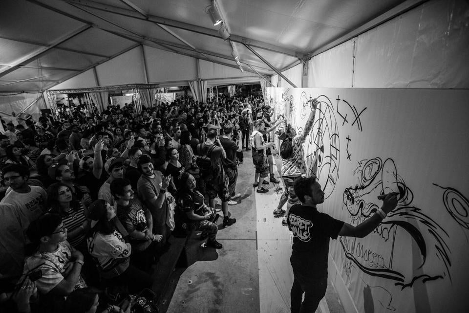 "19fenwaygraffiti - Artists took part in a ""Secret Walls"" art battle as the crowd looked on at Art Basel in Miami, December 2014. (Secret Walls)"
