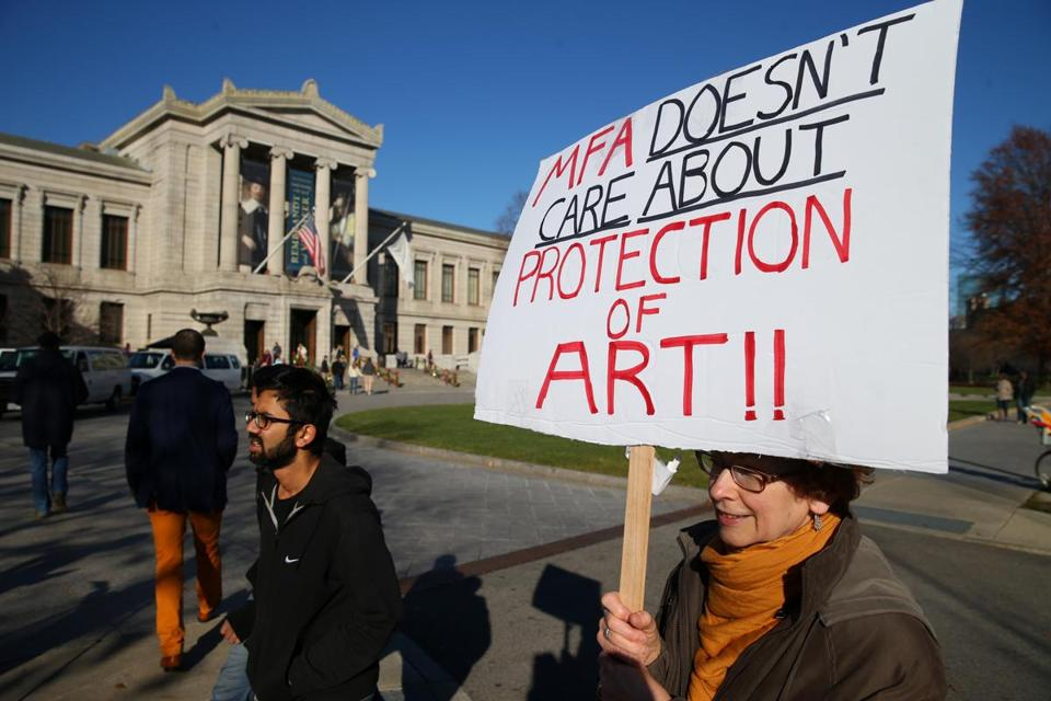 Maureen Roe, an MFA guard for 30 years, picketed on Saturday.