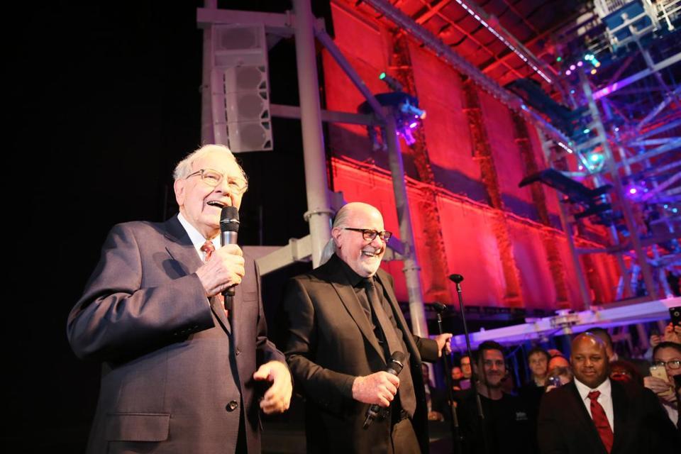 Warren Buffett (left) And Eliot Tatelman At The Grand Opening Of The New  Jordanu0027s