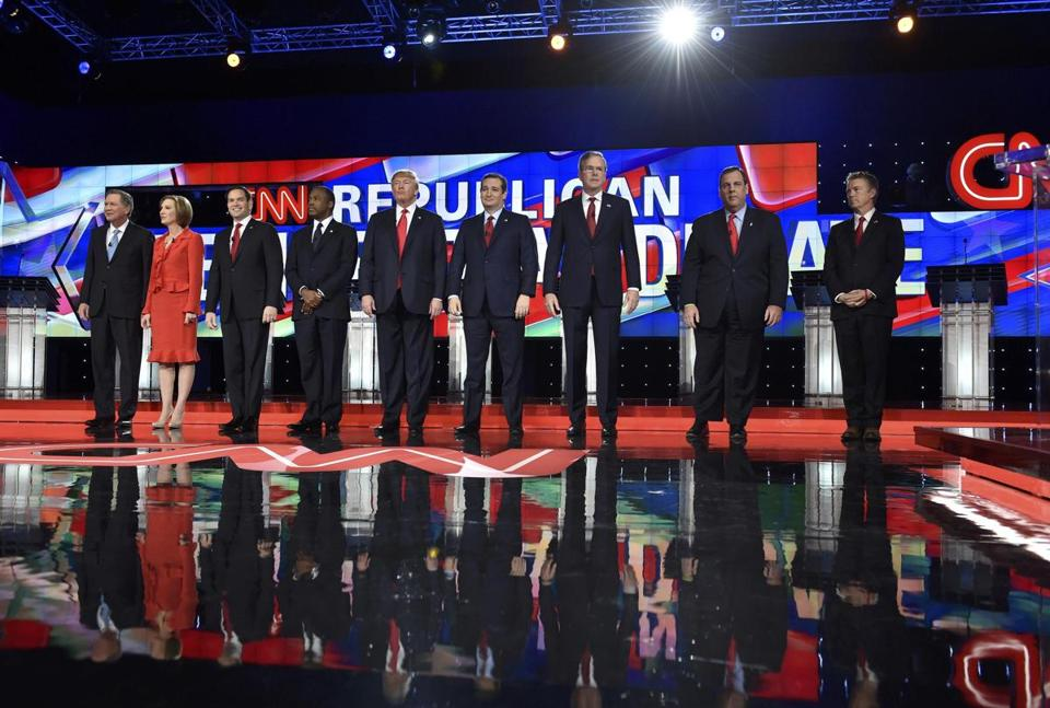 Republican U.S. presidential candidates (L-R) Governor John Kasich, former HP CEO Carly Fiorina, Senator Marco Rubio, Dr. Ben Carson, businessman Donald Trump, Senator Ted Cruz, former Governor Jeb Bush, Governor Chris Christie and Senator Rand Paul pose before the start of the Republican presidential debate in Las Vegas, Nevada December 15, 2015. REUTERS/David Becker